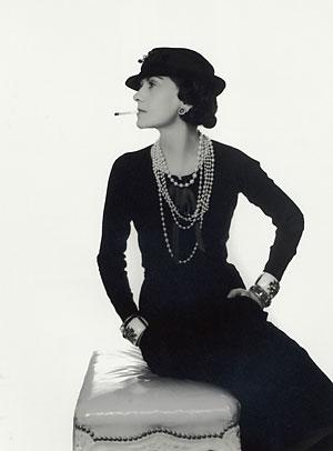 Ввела в моду этот цвет Коко Шанель...