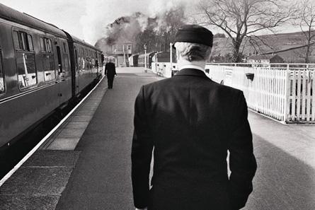 waiting_in_railway_station_cs_445.jpg